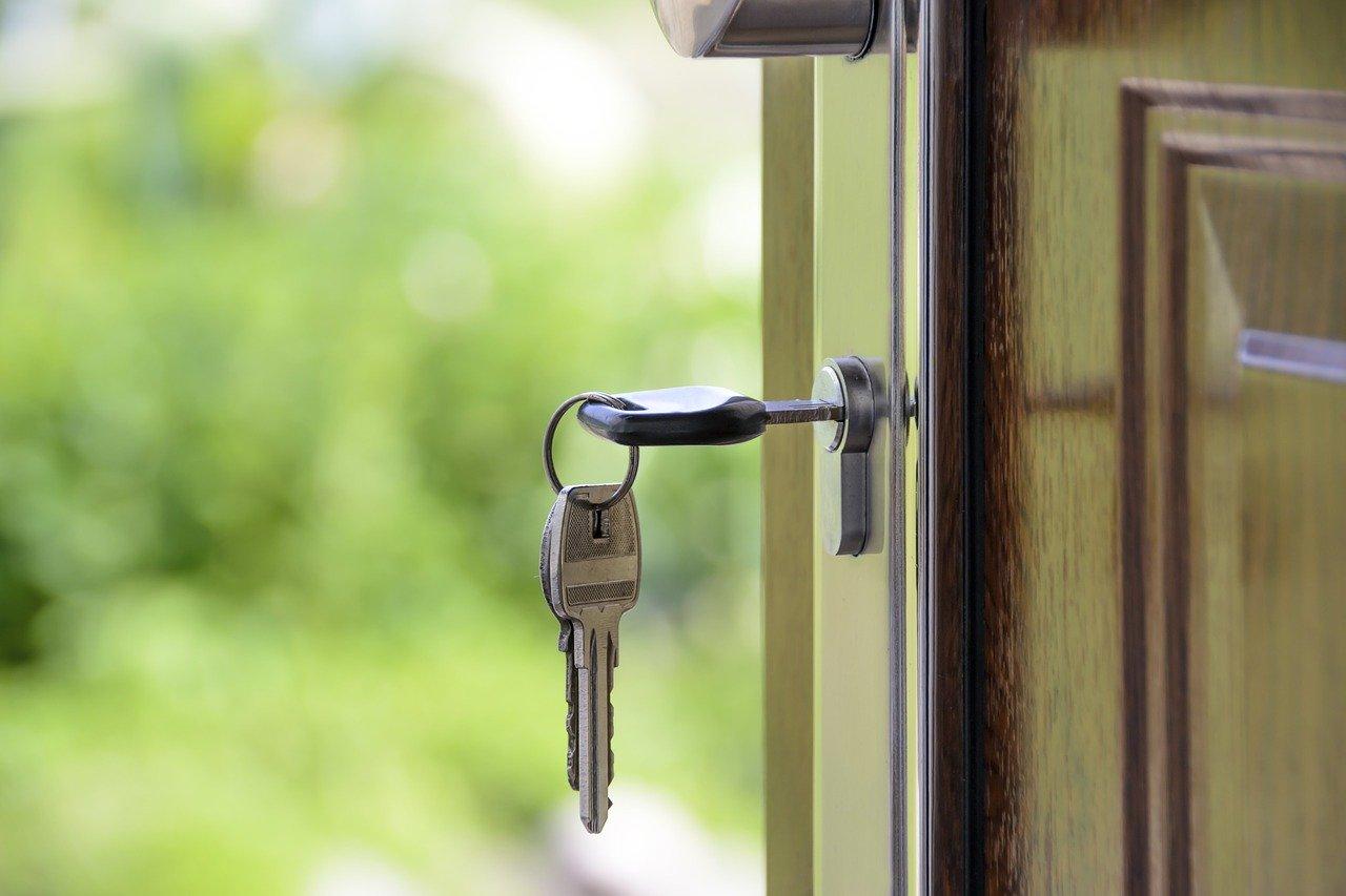 asuntokaupassa elokuu-ilmiö